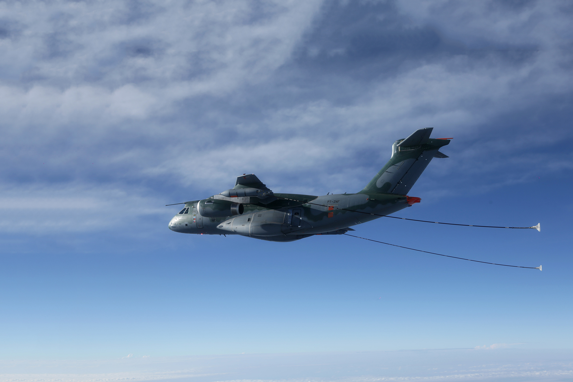 Embraer Demonstrates Cobham Aerial Refuelling Systems Aboard KC-390